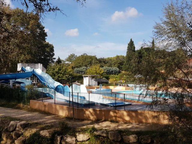 Parc aquatique 1 toboggan 3 pistes, 2 piscines, 2 jacuzzis, 1 pataugoire